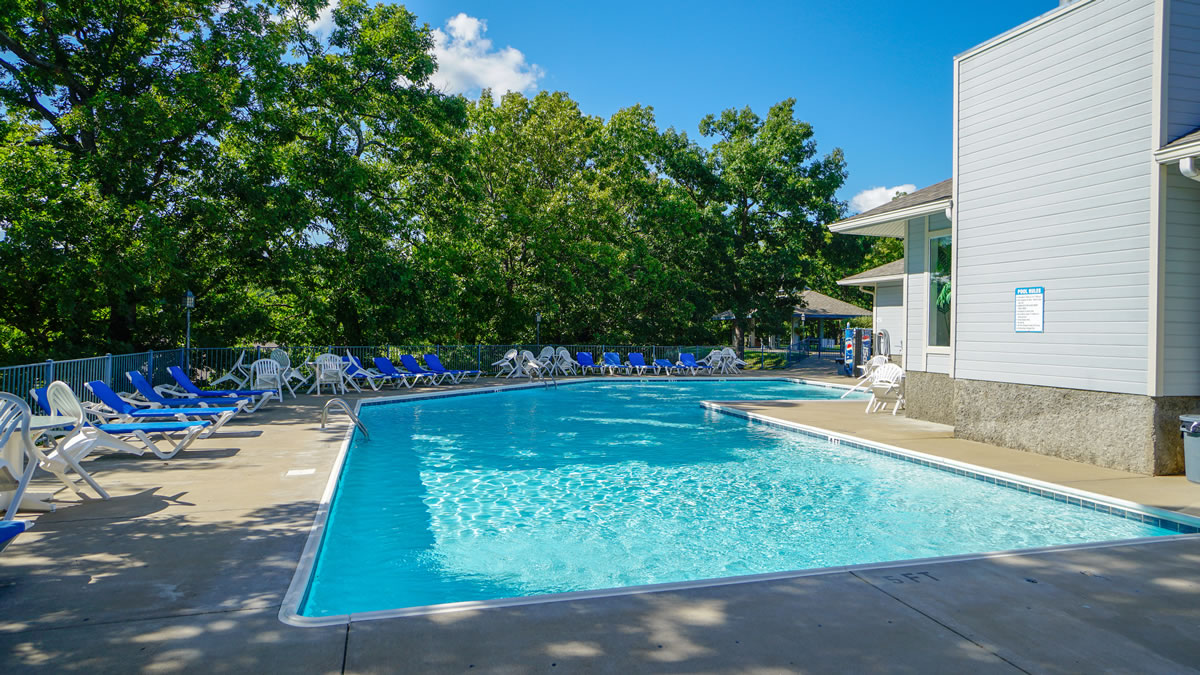 Lake Ozark, MO Condo Com Pool