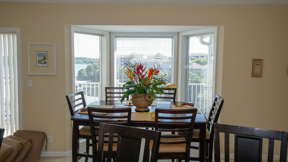 Lake Ozark, MO Condo Dining Room