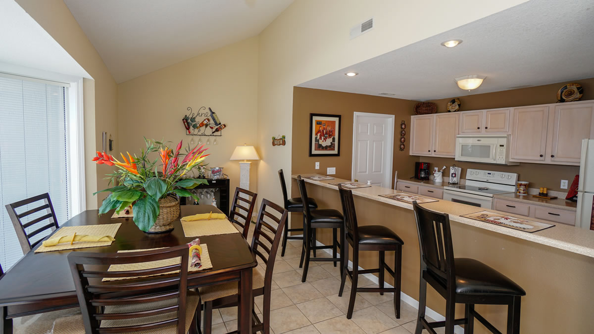 Lake Ozark, MO Condo Dining and Kitchen Sppace