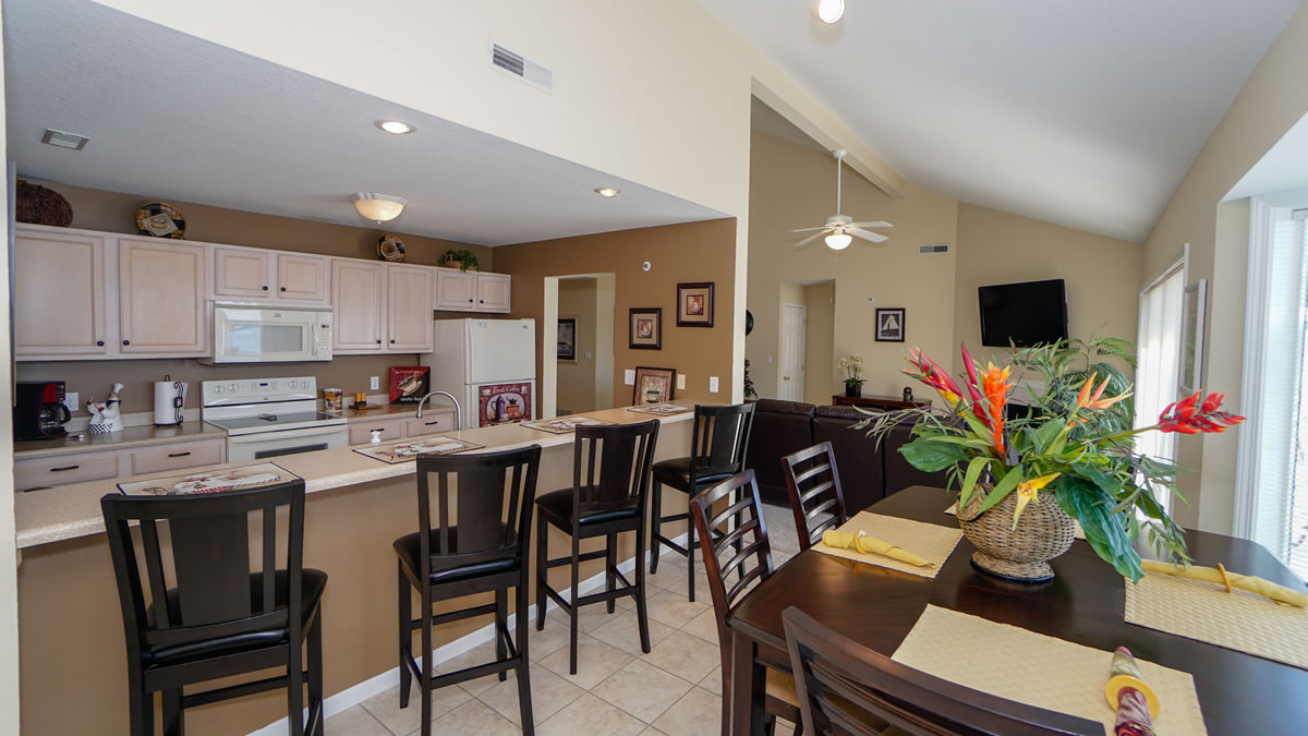 Lake Ozark, MO Condo LR, Kitchen Dining