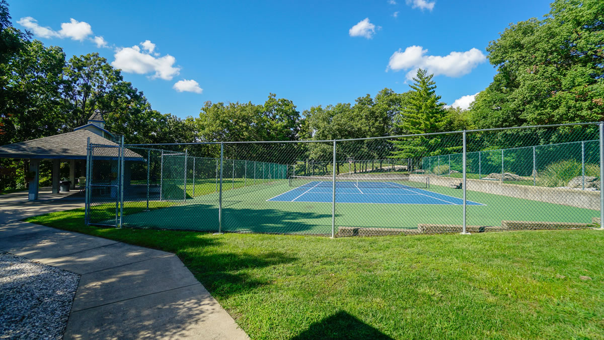 Lake Ozark, MO Condo Tennis Court